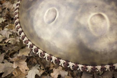 Плетеный аксессуар для хэндпанов и язычковых барабанов двуцветный 14